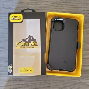 iPhone 11 Pro Max Otterbox Defender Case